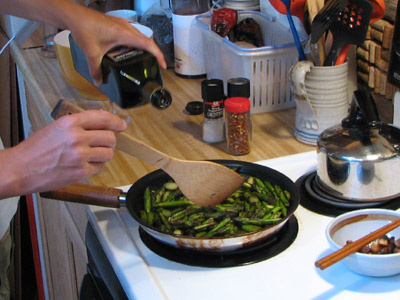 adding balsamic vinegar to asparagus
