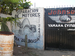 hand painted sign. reparacion de motores. La Paz, Mexico
