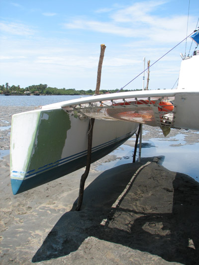 Searunner 31 haul out on tidal flats, El Salvador